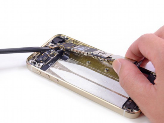 苹果放大招了 限制扩容手机升级
